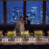 高層階ならではの美しい夜景がふたりの結婚式に彩りを添えるナイトウエディングも人気