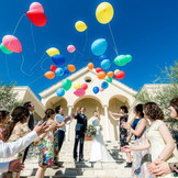 群馬最大の大階段にてバルーンリリースを お2人の幸せをゲストみんなにお祝いしてもらいます。