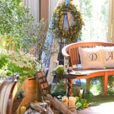 メインテーブルを使わずベンチを使用♪ ゲストの皆さまとの距離がとっても近くなります!