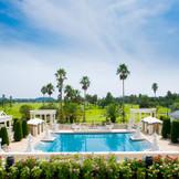 広がる青空とゆれるパームツリー。浜名湖のリゾートならではの贅沢な空間は街中にはない魅力。