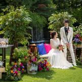 木々の緑と色鮮やかな花々に囲まれて行う、憧れのガーデンウェディングを都心で行えるのは、札幌パークホテルならでは