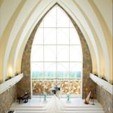 天井高12mの開放感でリゾートウェディングを
