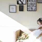 モダンな雰囲気でのウエディングドレスは花嫁をより美しく魅せる