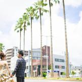 宮崎の広い空とフェニックスが織りなす 景色は宮崎県の象徴とも言われています★ せっかく宮崎で結婚式をするなら、この景色と一緒におさえておきたい!ポイント★ 宮崎で挙げた結婚式★素敵な思い出になれる1枚です! [アルカーサルビエントスのすぐ近くです]