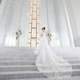 祭壇へ続く8段の階段は、花嫁のドレス姿を美しく魅せます