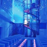 らせん階段は一生に一度の場面をドラマチックに彩る演出が人気