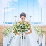 誰もが憧れる花嫁は海を空に囲まれて