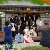 家族と触れ合う和やかな、心温まるワンシーン。『神戸・北野』で結婚式を挙げるなら『神戸北野ハンター迎賓館』へ。