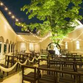 夕暮れ時のガーデンで少し大人な結婚式をしませんか?