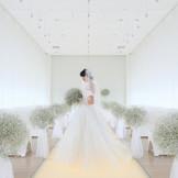 上質で洗練された純白のチャペルは、清楚で品格あふれる花嫁にふさわしい空間