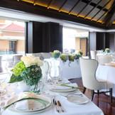 外光差し込むイタリアンレストランでパーティを楽しむことができます。