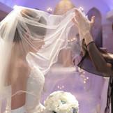 花嫁としての最後の支度をお母様に・・「ベールダウンセレモニー」