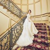花嫁の憧れの大階段ではまるで映画のワンシーンのような一枚を残せます