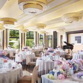 大人可愛い結婚式が出来ると人気の会場オルセー