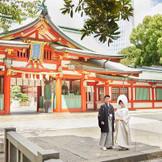 500年の歴史を誇り、江戸城の守り神、皇城の守護神として崇拝されてきた「日枝神社」。 神前式をご希望のお客様には、隣接する日枝神社での本格的な挙式をご案内しております。