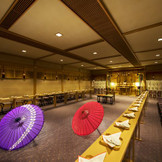 ホテル内神殿としては関東最大級の神殿 縁結びの神様としても知られる出雲大社の神様を祀った本格派の神殿で 雅楽の生演奏のもと厳かな挙式をご堪能ください