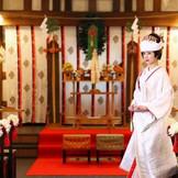 平源の神前式は1200年の歴史をもつ横手・榮神社が司り行います。 140年以上の歴史を持つ蔵と榮神社が織り成す挙式は味わい深い時を創りだします。