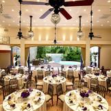 天井が高く開放的なパーティ会場