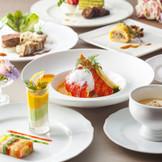 アートのように繊細で美しい料理の数々は芸術作品のよう。ホテルの伝統が生み出す確かな味