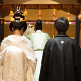 武蔵一宮氷川神社を奉斎した「豊明殿」 本格的な神前式をご希望のお二人の為の美しく洗練された神殿です。