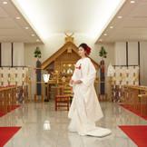 浦和「調神社」の神主を迎えて執り行われる本格神前式が叶う
