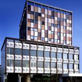 CLASKA は、目黒通りでかつて人々に親しまれた古いホテルをリノベートして生まれたホテル・レストラン・レンタルスタジオ・ギャラリー&ショップからなる複合施設です。