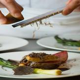 出来たての美味しさ、食欲をそそる香り、見た目のライブ感は、オープンキッチンだけの愉しさ