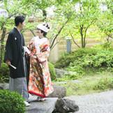 大崎八幡宮分霊の神殿。日本庭園もあり、日本人らしさを最大限発揮いたします。