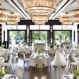 【WHITE HILLS】~120名 スタイリッシュにデザインされた「ホワイトヒルズ」。シンプルだからこそ香り立つ上質な空気感と洗練されたセンスが開放的がふたりのウェディングに華を添えます