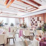 【モダンスイートレジデンス】オープンキッチンでゲストをおもてなしする上質な空間。