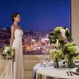 日本三大夜景にも名を連ねる長崎の夜景を一望できるホテル最上階のレストランは2次会会場としても人気。