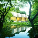 贅沢な緑に囲まれた、独立型チャペル。グリーンシーズンをはじめ、四季折々の自然に包まれている。