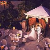 【1日1組限定。緑美しい邸宅でのオーダーメイドウエディング。】美しい緑のガーデンに囲まれた、白亜の邸宅と石造りの独立型チャペル。その全てを1日1組限定だからこそ叶う、自由で贅沢なオーダーメイドのウエディングをお愉しみください。