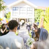 チャペル挙式後に ガーデンにご入場!  バルーンリリースを おふたりのカウントダウンで 透き通った青空へ…  ゲストの皆様も一緒に参加してもらう 参加型ウェディングを☆  おふたりもゲストの皆様も楽しめる結婚式をご提案します。  幸