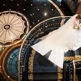 ホテル内人気ナンバー1の階段写真。 ドレスを活かしたシーンは美しい1枚として 永遠に刻まれます