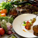 こだわりは食材の仕入れから始まり、調理法・盛り付けの細部にまで至る。