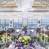 【21階/グランジュール】モダンスタイリッシュな披露宴会場は120名様まで対応。1フロア貸切の考えられた空間