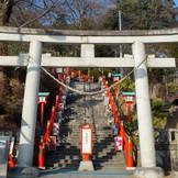 足利織姫神社 正面大鳥居。 229段の石段が特徴的