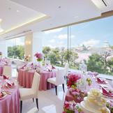 """さくらの名所""""大阪城公園""""を目の前にお花見WEDDINGが叶う。"""