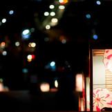 通年ライトアップされる社殿ではナイトウエディングも可能