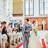 白亜の大聖堂でお二人を祝福