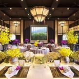 the terrace DAZAIFU ザ・テラス・ダザイフ   「海外から見た日本」をコンセプトにした和モダンをテイストとした会場 会場正面の窓からは、緑豊かな宝満山が見渡せるのも魅力のひとつ