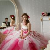 一目ぼれしたドレスを身にまとい 世界一幸せな花嫁に♪