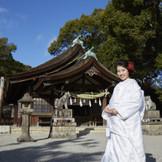 江戸時代には東海道三社の一つに数えられた『知立神社』までは お車で5分と優しい立地。神社まで移動する花嫁タクシーや人力車、ゲスト用の送迎バスなども手配できるので安心。
