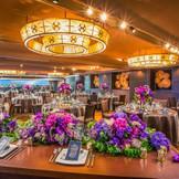 最大160名着席可能な披露宴会場。スタイリッシュで大人カップルに人気のモダンSTYLE。