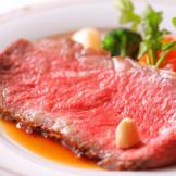 英国伝統のレシピを再現する「ローストビーフ シンプソンスタイル」 パレスホテル伝統の逸品