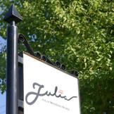 ジュリアは白子駅からも近く、23号線からすぐなのでゲストの皆さんにも便利です!