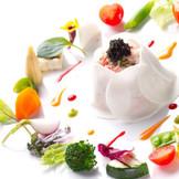 シェフが直接目利きした、北海道の宝で美しい一皿を。おいしいだけではなく、健康にも気を配る。