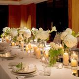 ザ・ロビーラウンジで挙式もパーティーも実施するプライベートウエディングを、ザ・リッツ・カールトンのおもてなしとともに。