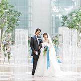 空港都市の特別エリア。天井高18mの開放的な空間でドラマティックな結婚式。